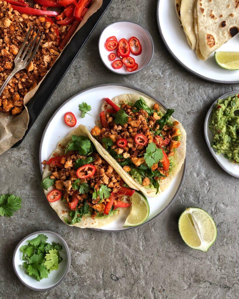 Domowa tortilla z tofu i guacamole