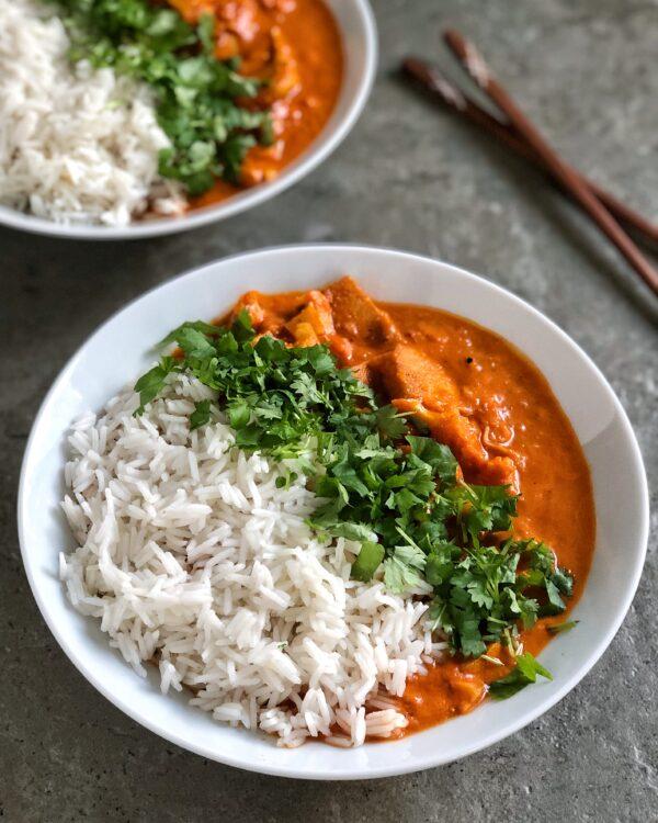 Pomidorowe curry z tofu i kalafiorem