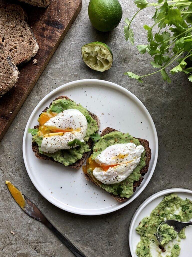 Kanapki z jajkiem i guacamole przepis
